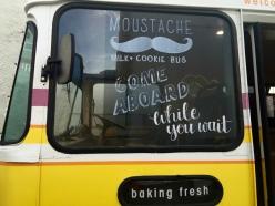 Moustache bus1