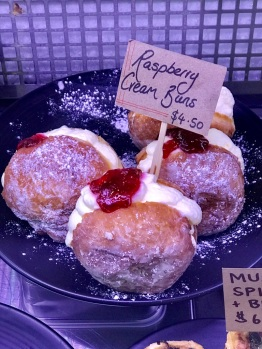 sixes-cream-buns